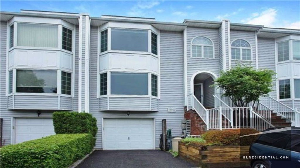 Douglaston - 24172B Oak Park DrCondo